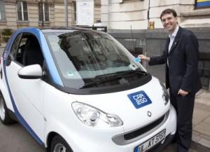 Stadtrat Timothy Huxtable begrüßt car2go in Birmingham beim Birmingham Transport Summit 2012, Launch ist geplant für Herbst 2012