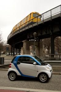Sowohl Car2Go als auch DriveNow kooperieren im Berliner Carsharing mit der BVG. Abonnementkunden dürfen sich auf jede Menge Freiminuten freuen.