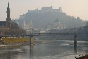 Neues Carsharing in Salzburg: bei 24/7 Carsharing teilen sich Privatpersonen ein Auto.