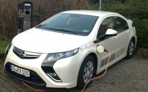 Frischer Wind für das Carsharing in Solingen. LeasePlan hat 20 Elektroautos vom Typ Opel Ampera an die dortige Drive-CarSharing geliefert.
