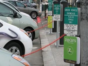 Umzug in Form einer Parade: der US- Carsharing -Anbieter Zipcar hat seine neue Firmenzentrale in Boston bezogen.