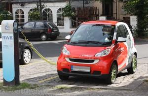 Einer Studie zufolge, erfreut sich Carsharing zunehmender Beliebtheit. Das Elektroauto für Privatnutzer stagniert hingegen.