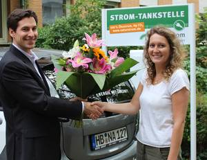 Dank der Naturstrom AG wird das E- Carsharing noch ökologischer. In Düsseldorf wird das Fahren mit 100-prozentigem Ökostrom getestet.