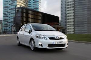 Beispiel für besondere Nachhaltigkeit in der Mobilität: der Toyota Auris Hybrid.