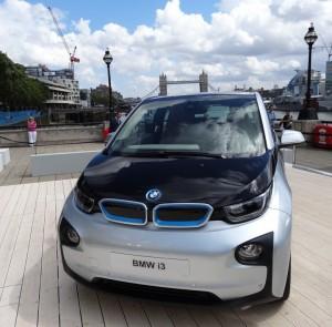 Premiere in London und New York: mit dem BMW i3 stellt der bayerische Automobilhersteller ein serienreifes Elektroauto vor.