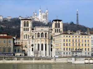 Bald Carsharing mit dem Elektroauto in Lyon. Das Projekt SunMoov wird vom Gemeindeverbund Grand Lyon lanciert.