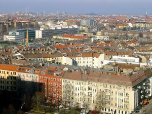 Carsharing in Berlin: manche Kritiker befürchten, dass weniger die Nutzer privater PKW als die Fußgänger und Kunden des ÖPNV verdrängt werden.